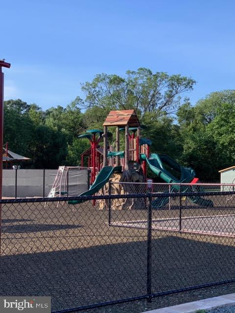 Playgrounds - 46796 FAIRGROVE SQ, STERLING