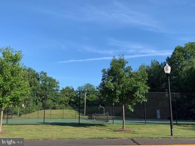 Tennis courts - 46796 FAIRGROVE SQ, STERLING