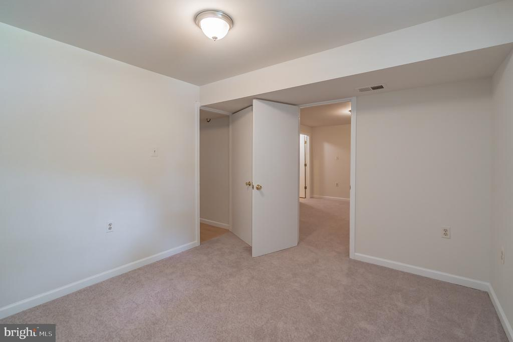 THIRD ROOM CRAFT ROOM  OR PRIVATE OFFICE? - 1 WREN WAY CT, STAFFORD
