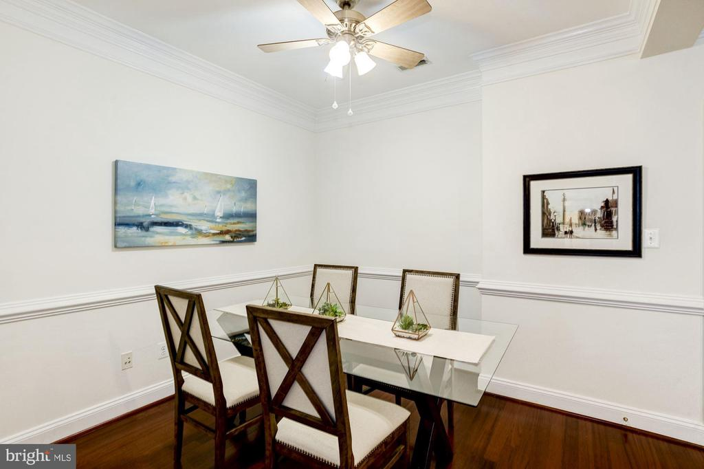 Dining Room - Ceiling Fan & Overhead Lighting! - 828 SLATERS LN #105, ALEXANDRIA