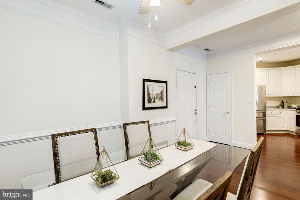 Dining Room - Truly a Separate Room! - 828 SLATERS LN #105, ALEXANDRIA