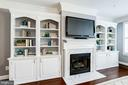 Living Room - Absolutely STUNNING Built-Ins! - 828 SLATERS LN #105, ALEXANDRIA