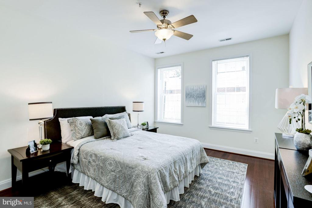Master Bedroom - New Hardwood Floors! - 828 SLATERS LN #105, ALEXANDRIA