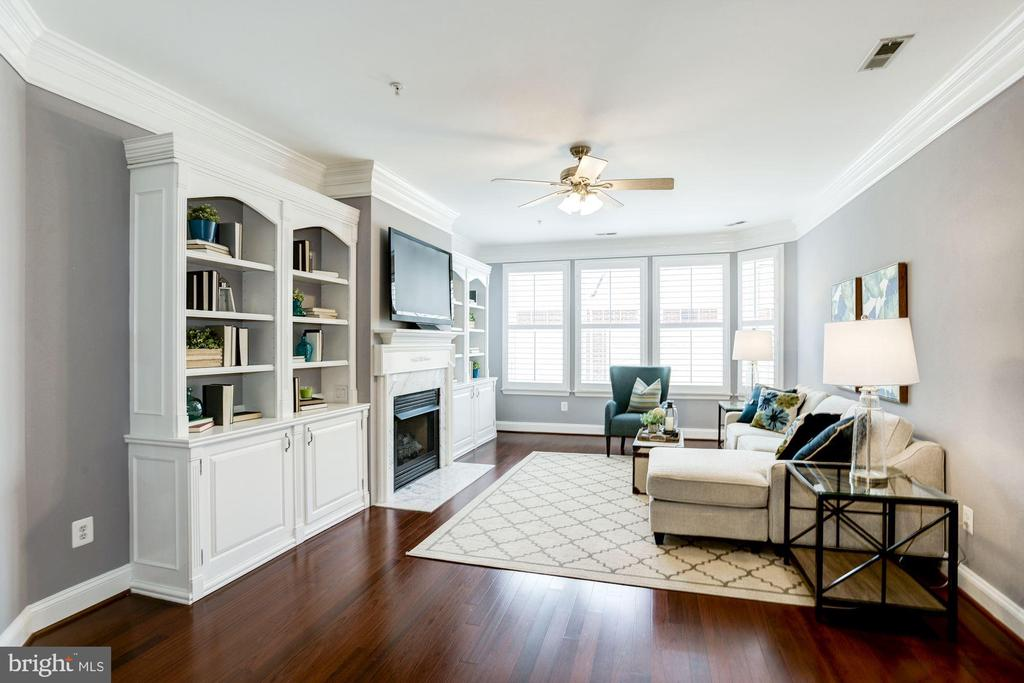 Living Room - New Gleaming Hardwood Floors! - 828 SLATERS LN #105, ALEXANDRIA