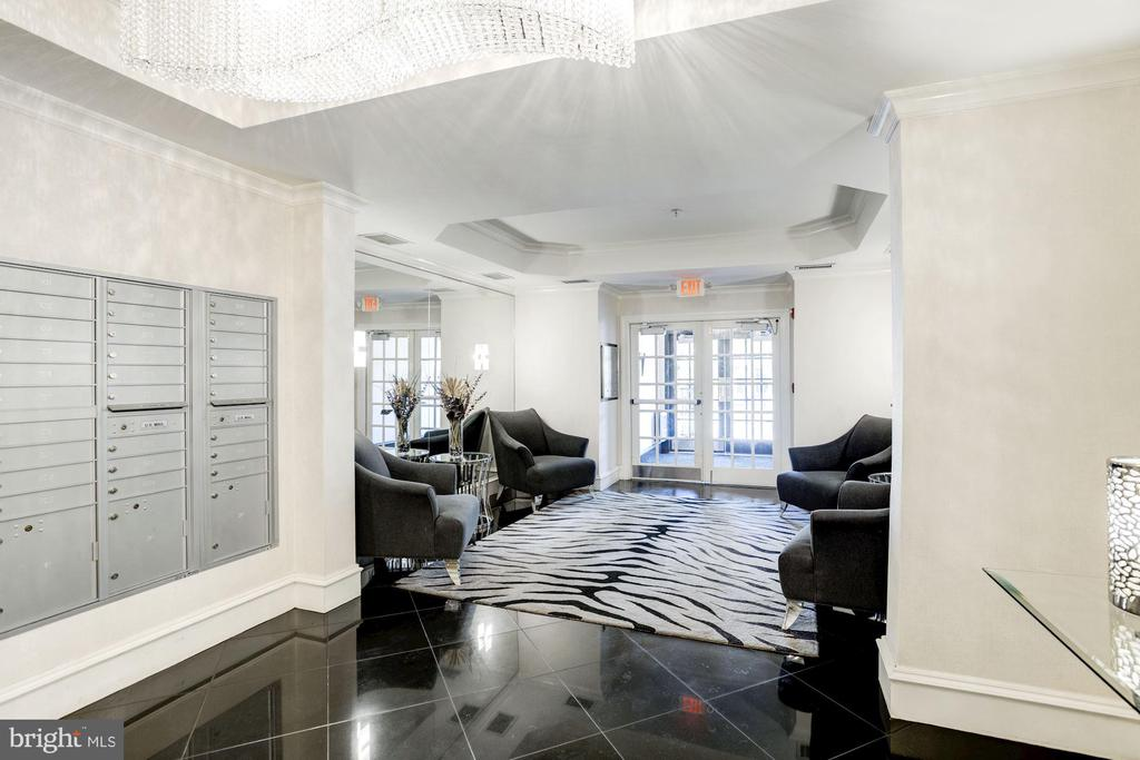 Beautiful Lobby - 828 SLATERS LN #105, ALEXANDRIA