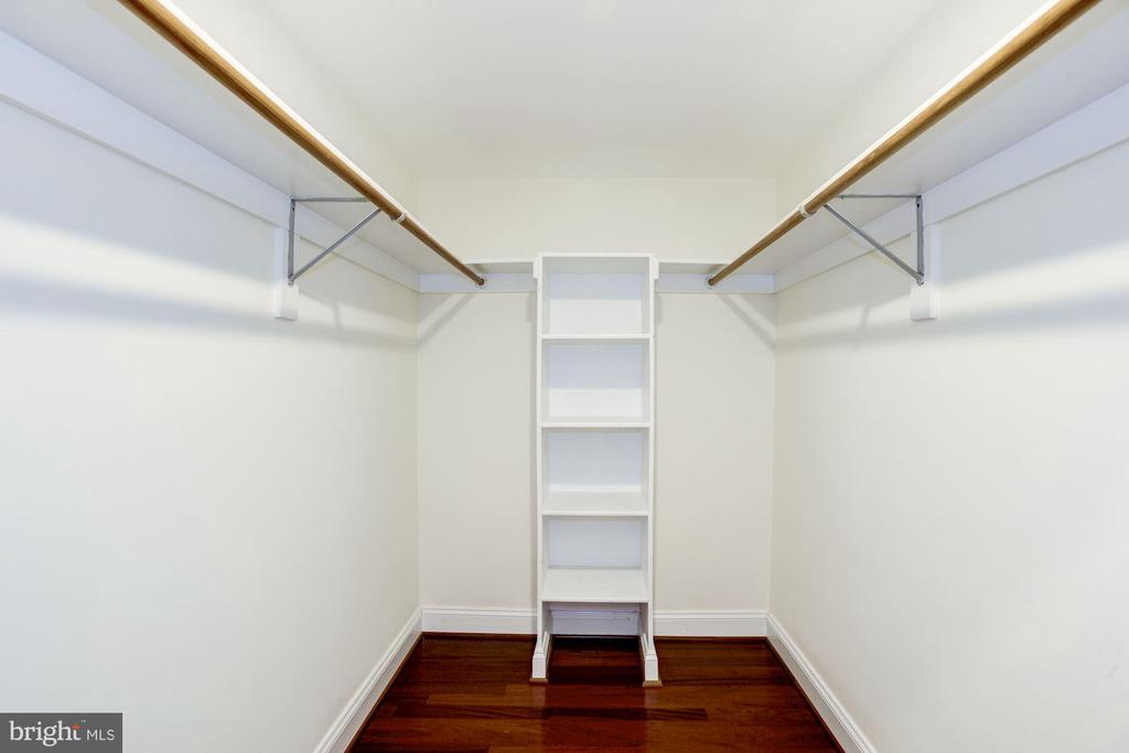 Master Bedroom - HUGE Walk-In Closet! - 828 SLATERS LN #105, ALEXANDRIA