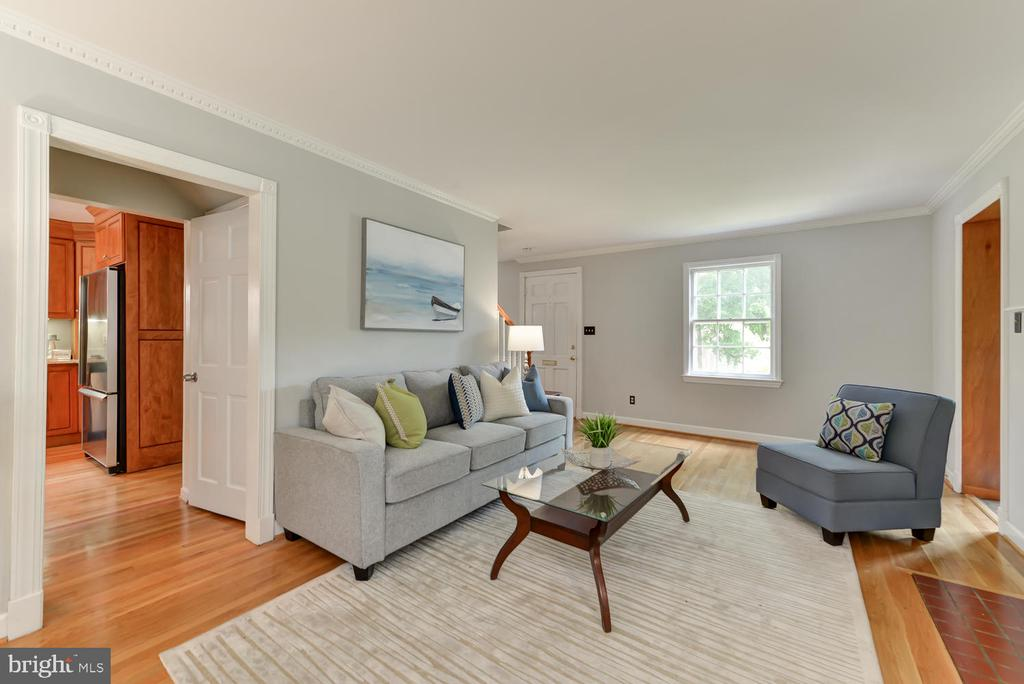 Family room with view to kitchen - 4513 EDGEFIELD RD, KENSINGTON