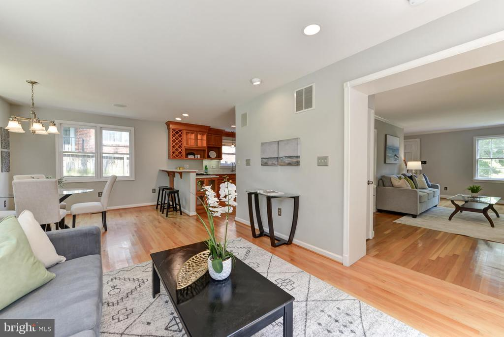 Family room with view to kitchen and living room - 4513 EDGEFIELD RD, KENSINGTON