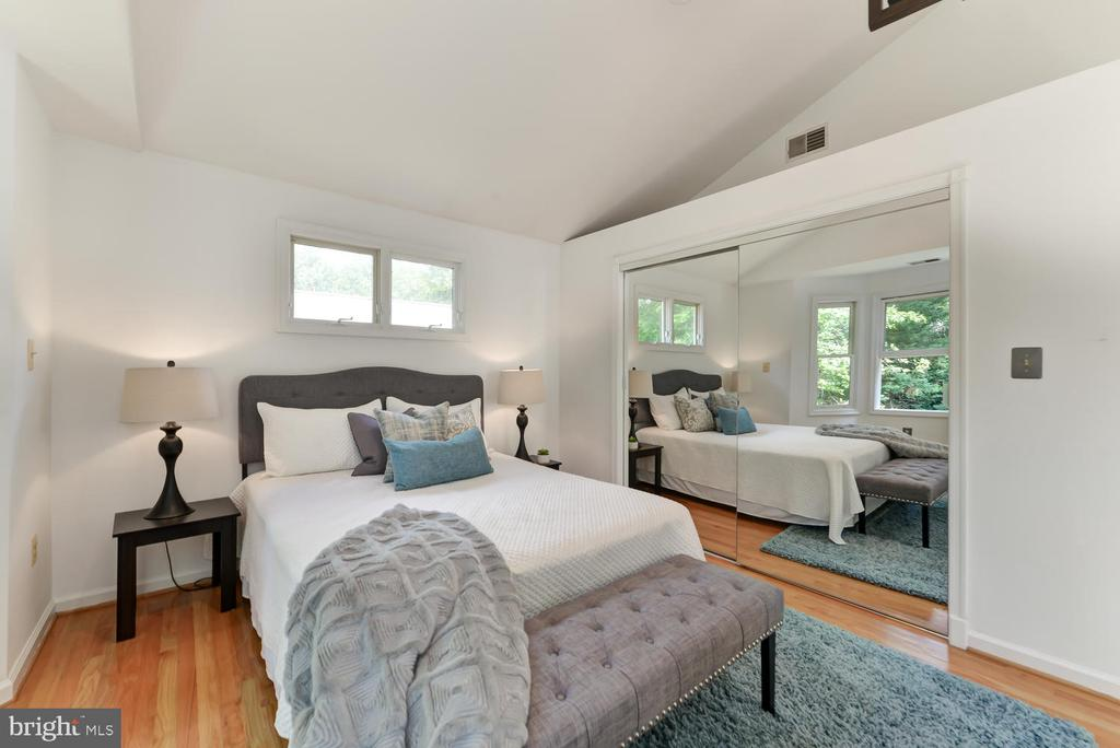 Large closet in master bedroom - 4513 EDGEFIELD RD, KENSINGTON