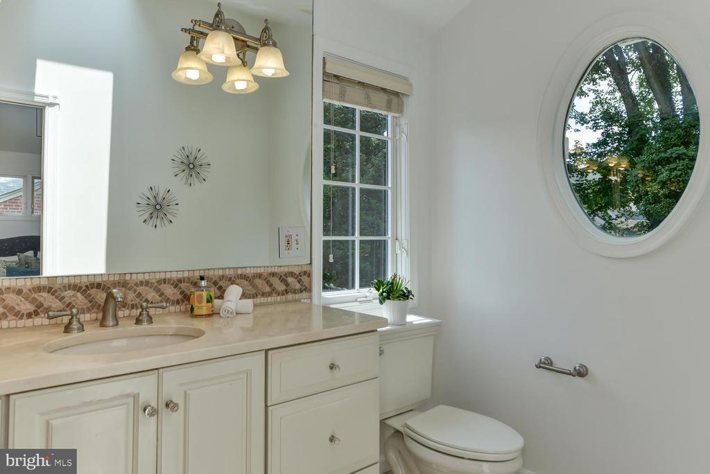 Large master bath vanity - 4513 EDGEFIELD RD, KENSINGTON