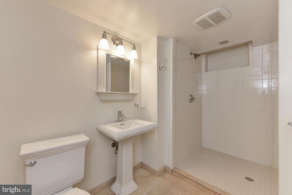 Lower level full bathroom - 4513 EDGEFIELD RD, KENSINGTON