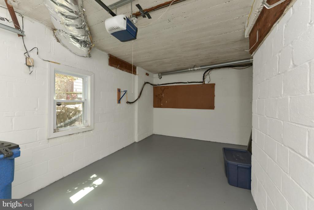 Attached garage - 4513 EDGEFIELD RD, KENSINGTON