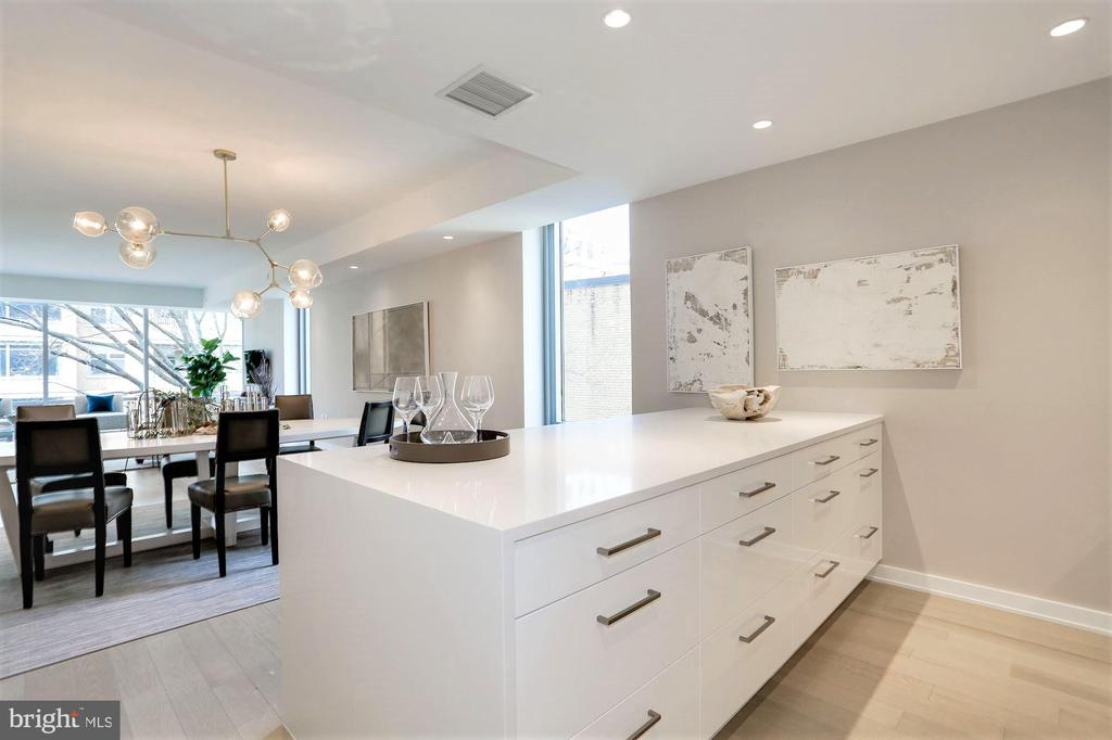 Large Peninsula Perfect For Entertaining Guests - 1111 24TH ST NW #51, WASHINGTON