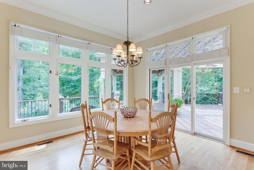 Breakfast room leads to amazing deck - 3111 WINDSONG DR, OAKTON