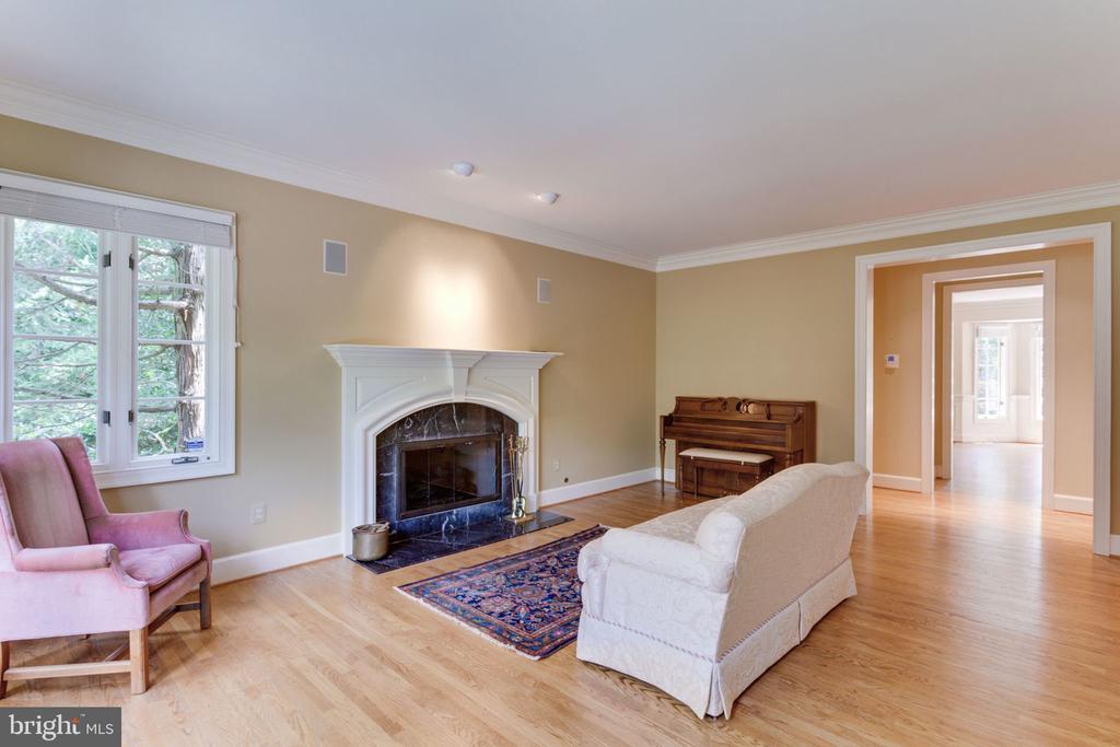 Living room - 3111 WINDSONG DR, OAKTON
