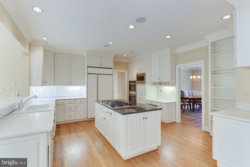 Bright and sunny kitchen - 3111 WINDSONG DR, OAKTON