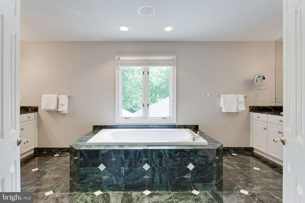 Master bathroom - 3111 WINDSONG DR, OAKTON