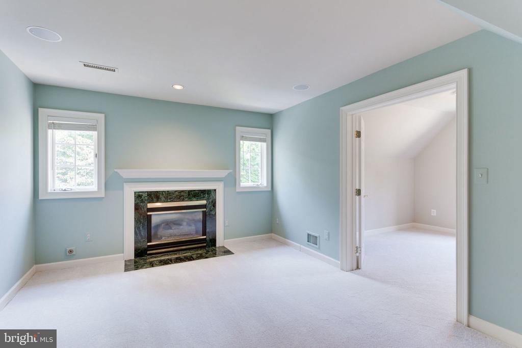 Master suite sitting room - 3111 WINDSONG DR, OAKTON