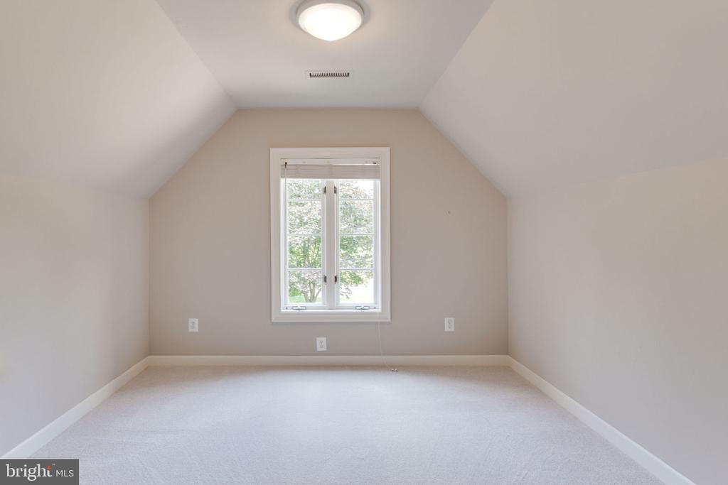 Master retreat room - 3111 WINDSONG DR, OAKTON