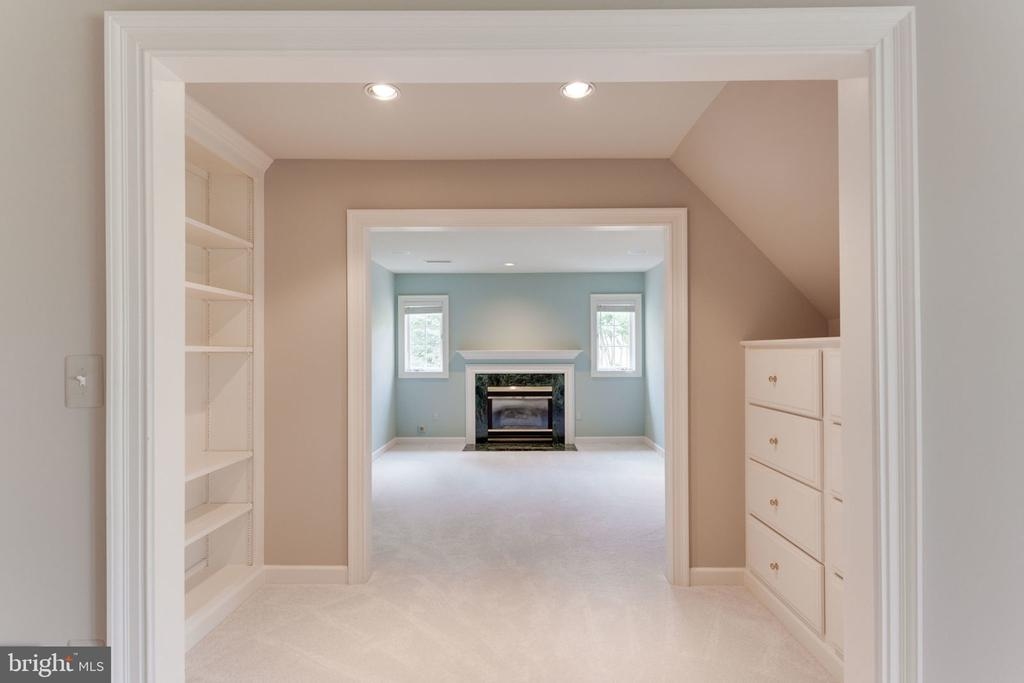Custom built-ins to master sitting room - 3111 WINDSONG DR, OAKTON