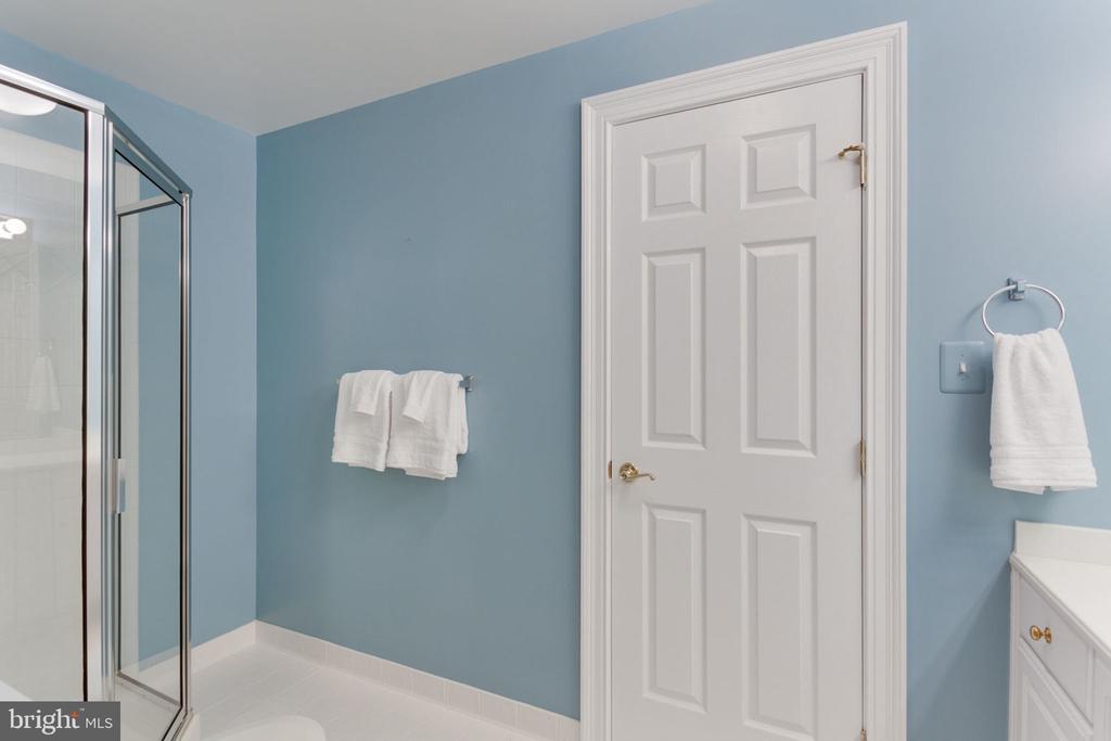 Full bath lower level - 3111 WINDSONG DR, OAKTON