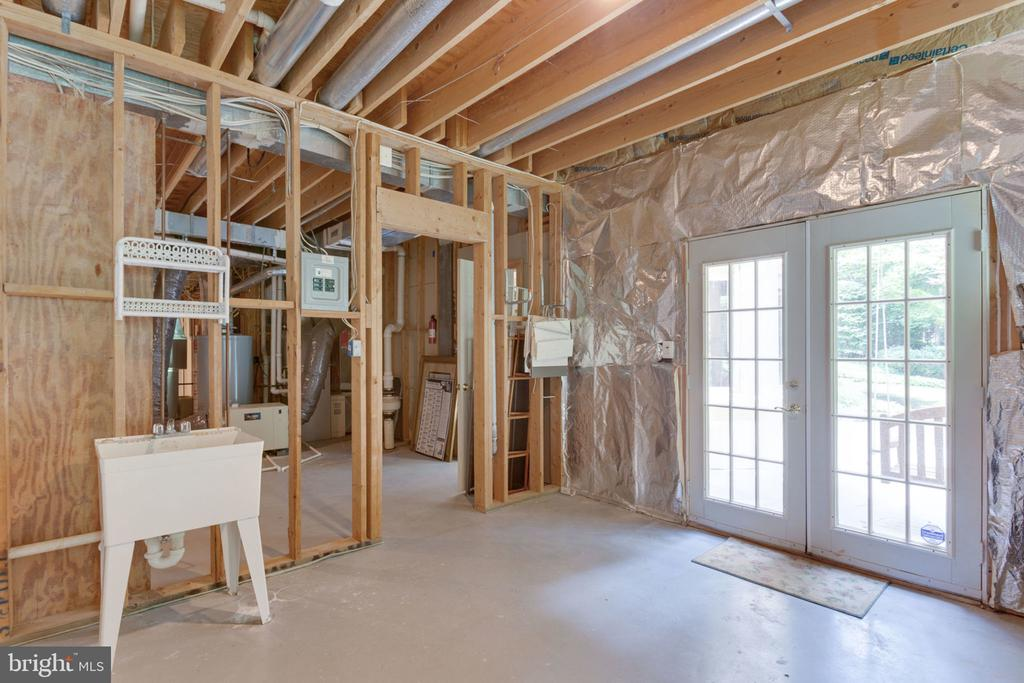 Lower level storage w/additional walk-out - 3111 WINDSONG DR, OAKTON