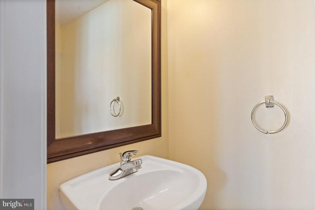 Main Level powder room - 126 FIELDSTONE CT, FREDERICK