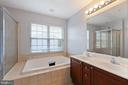 Large soaking tub - 126 FIELDSTONE CT, FREDERICK