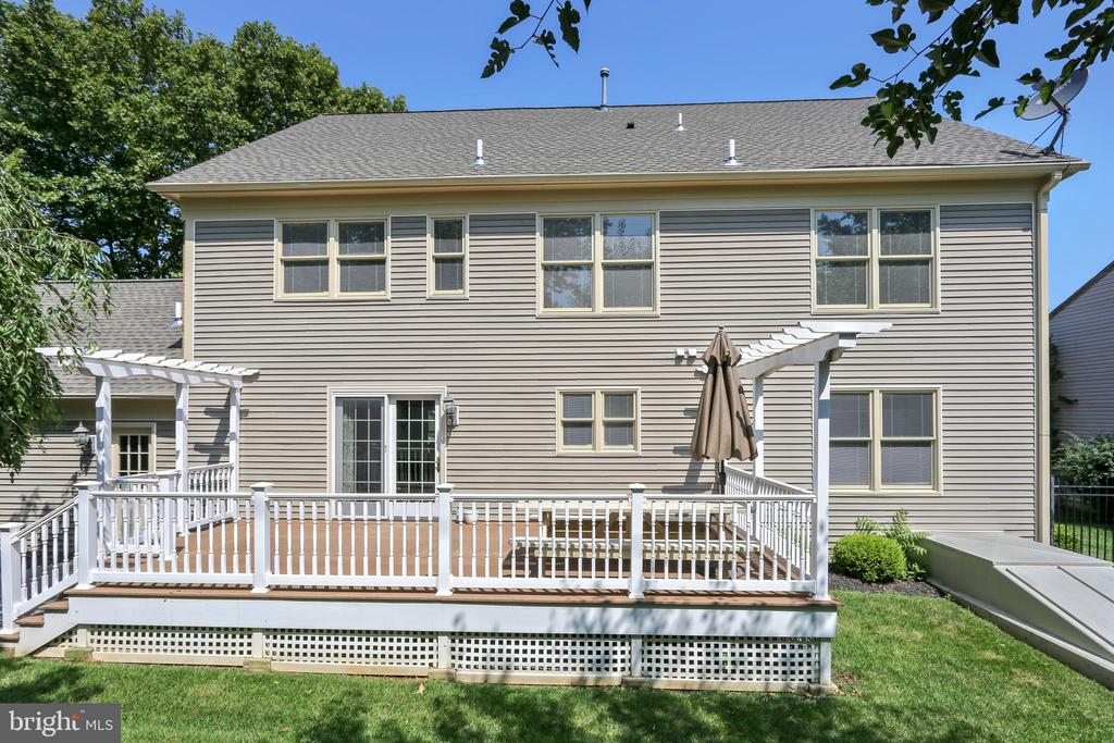Wonderful Trex  deck with pergalo - 1012 MERCER, FREDERICK