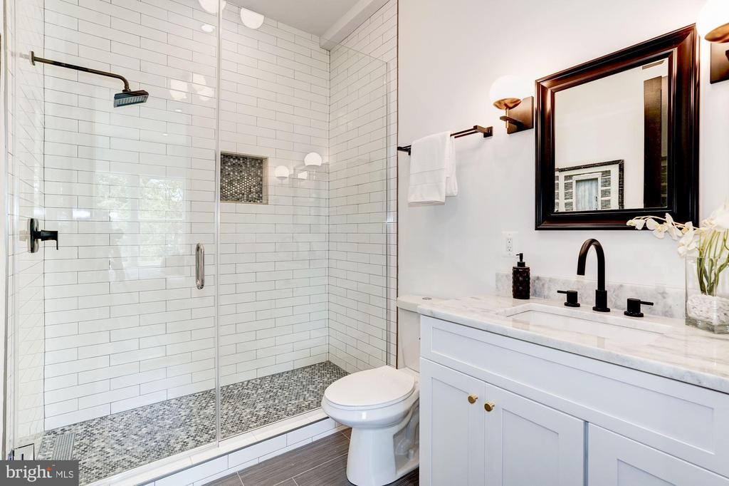 Newly renovated, Just gorgeous! - 410 K ST NE #2, WASHINGTON