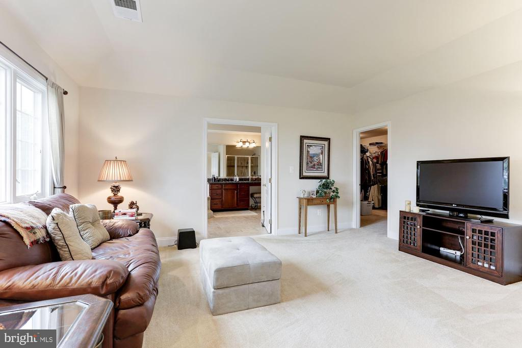 Sitting Room - 15180 BANKFIELD DR, WATERFORD