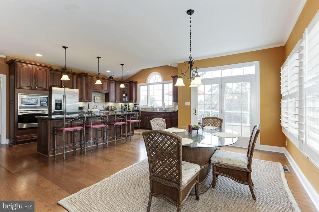 Kitchen and Breakfast  Area - 15180 BANKFIELD DR, WATERFORD