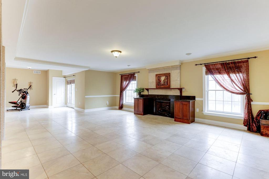 Entertainment and Den Area  on Lower Level - 15180 BANKFIELD DR, WATERFORD