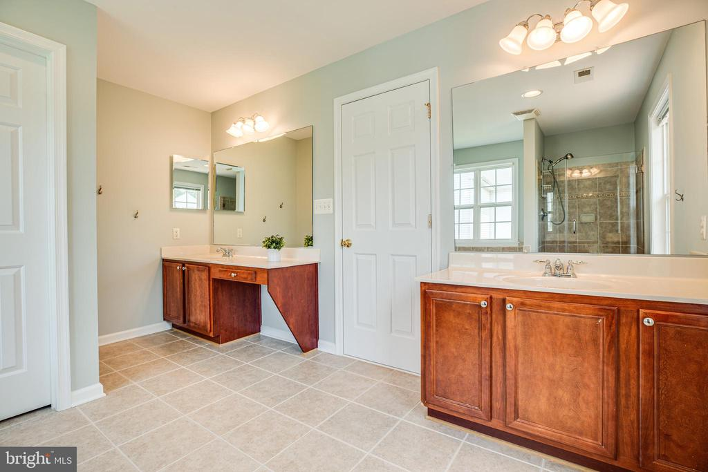 Separate vanities & an enclosed water closet - 22 SAINT CHARLES CT, STAFFORD