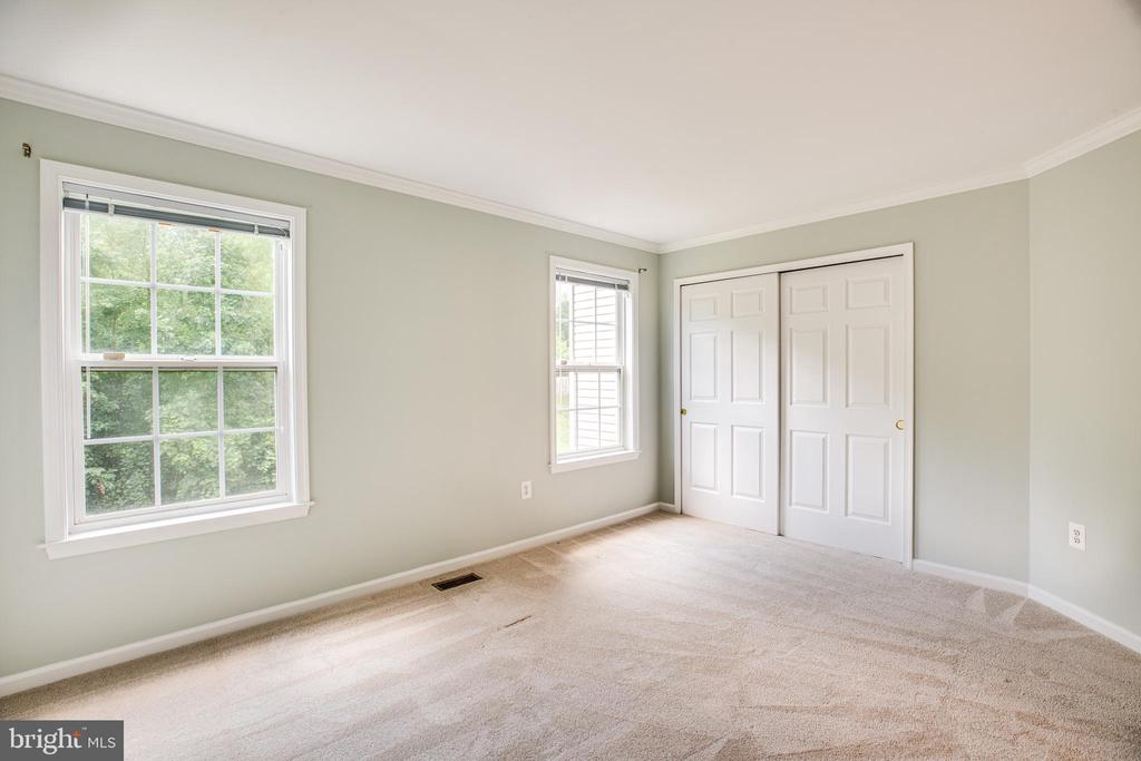 Main level bedroom connects to a full bath - 22 SAINT CHARLES CT, STAFFORD