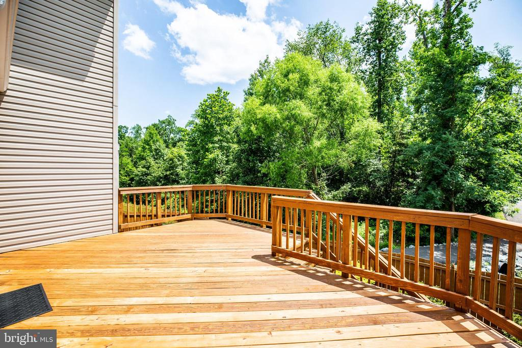12x20 deck leads down to the fenced back yard - 22 SAINT CHARLES CT, STAFFORD