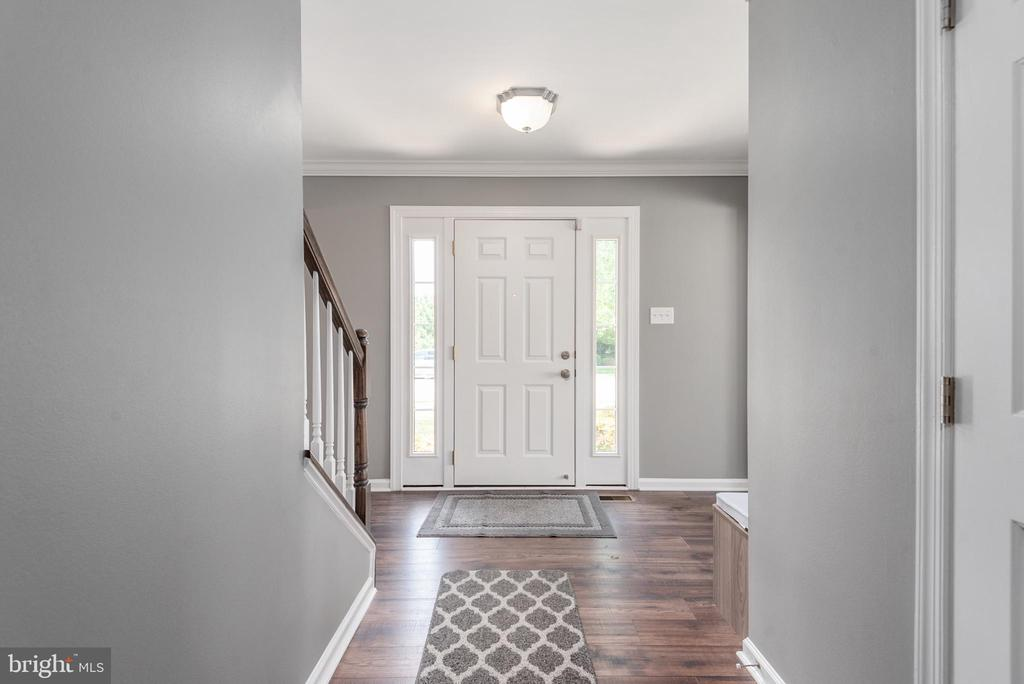 Elegance awaits as you open the front door. - 31 AURELIE DR, FREDERICKSBURG