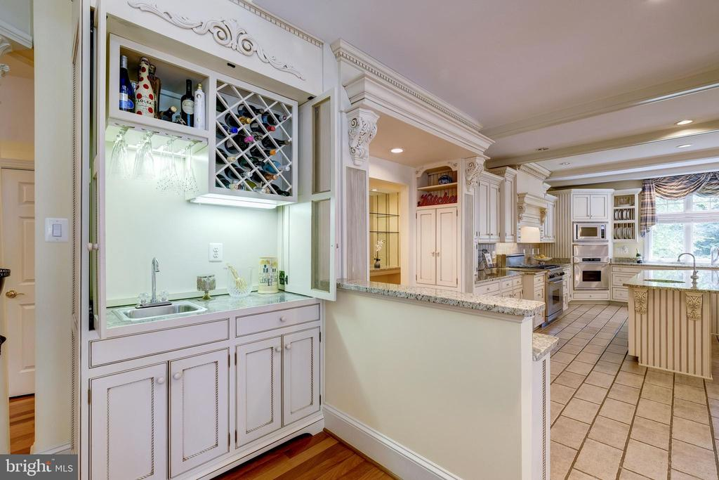 Another wet bar area in family room - 11552 MANORSTONE LN, COLUMBIA