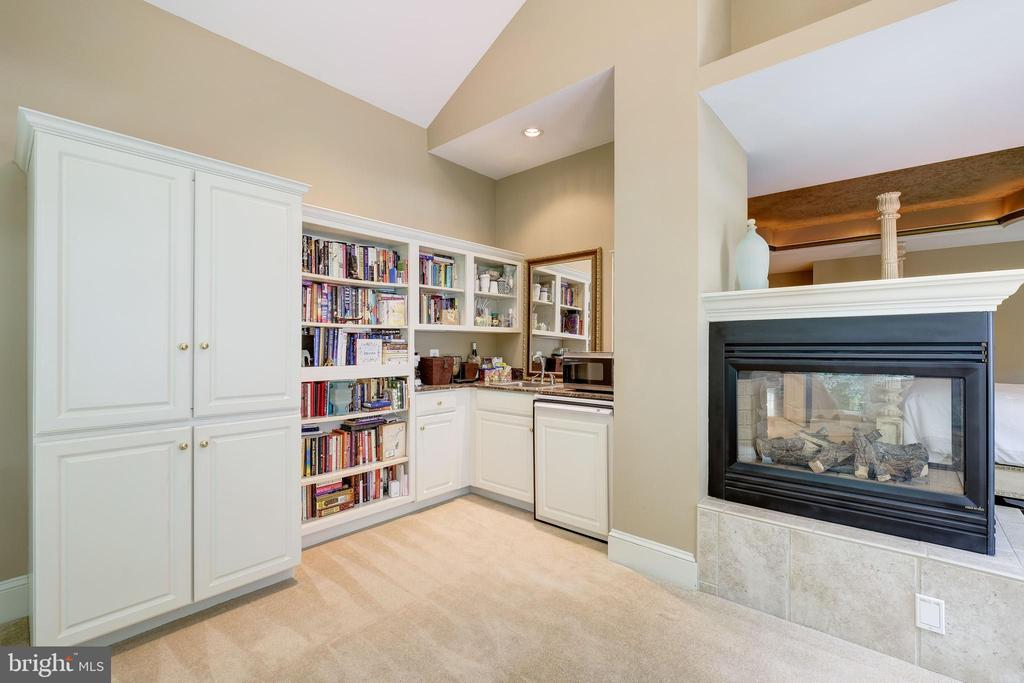 Owners Sitting Room w/ Built In Bookcase - 11552 MANORSTONE LN, COLUMBIA