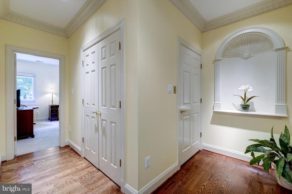 Upper level hallway with an Arch Niche - 11552 MANORSTONE LN, COLUMBIA