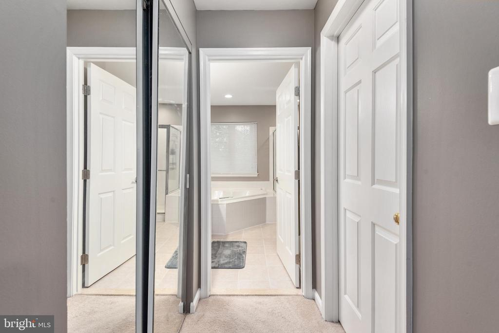 Master suite w/ walk in and separate closet. - 31 AURELIE DR, FREDERICKSBURG