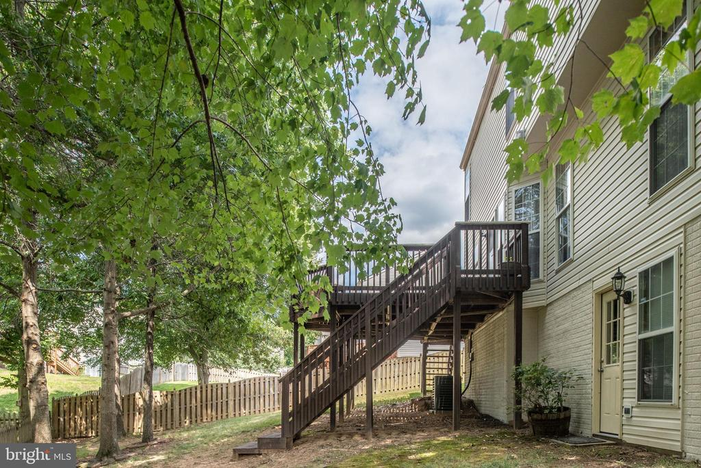 Backyard awaits your entertaining. - 31 AURELIE DR, FREDERICKSBURG