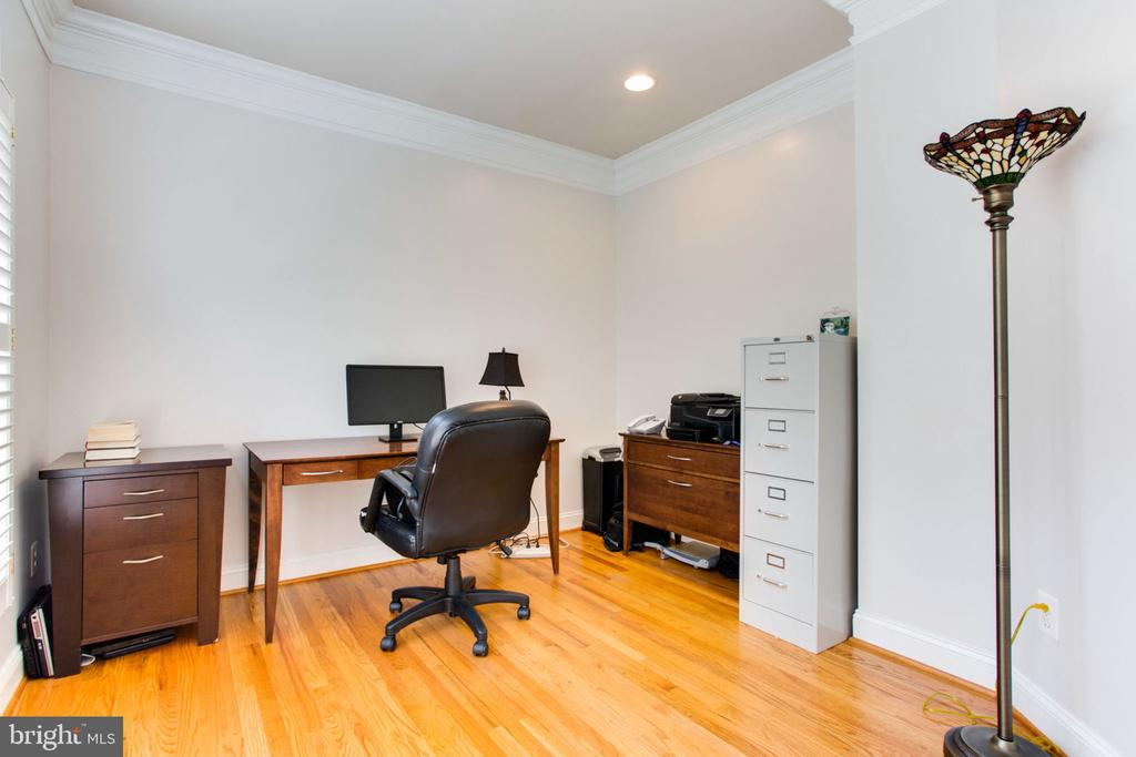 Office / Study on ML - 12000 CREEKBEND DR, RESTON