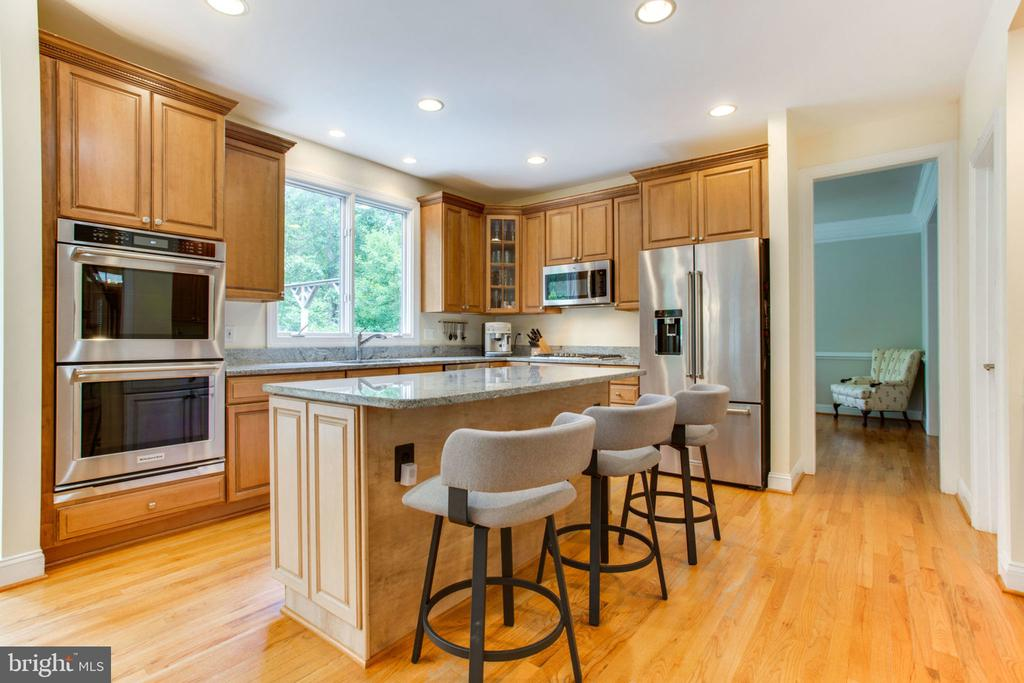 Large Renovated (2017) Kitchen - 12000 CREEKBEND DR, RESTON