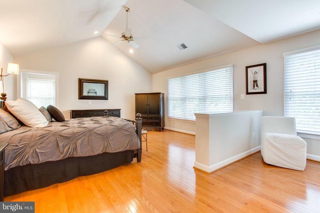 Master Suite with Sitting Room - 12000 CREEKBEND DR, RESTON
