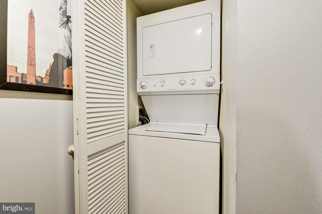 In Unit Laundry - 1001 N RANDOLPH ST #607, ARLINGTON