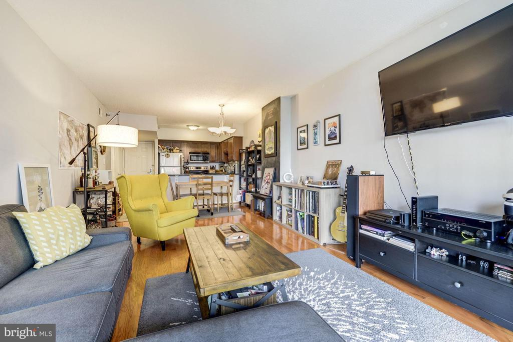 Living Room - 1001 N RANDOLPH ST #607, ARLINGTON
