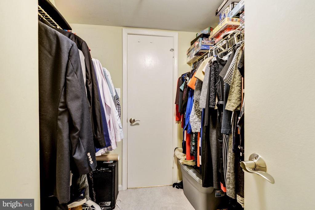 Walk-In Closet - 1001 N RANDOLPH ST #607, ARLINGTON