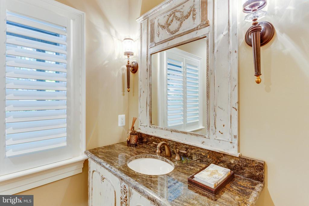Gorgeous  Lower Level Full Bath. - 334 AYR HILL AVE NE, VIENNA