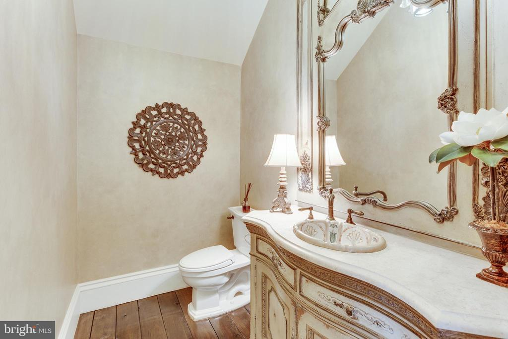 Main Level Powder Room. - 334 AYR HILL AVE NE, VIENNA